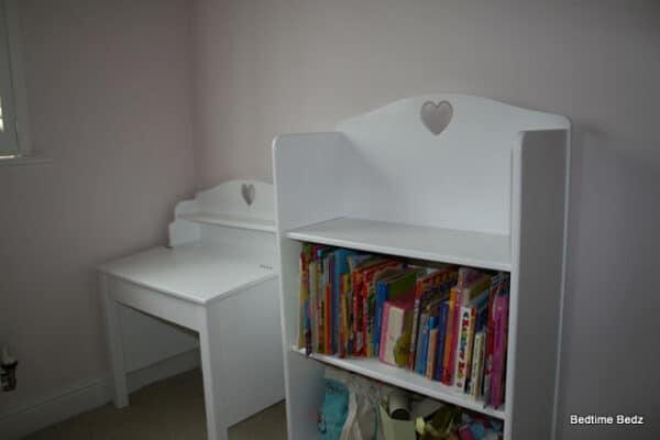 Bookcase – White Heart_opt
